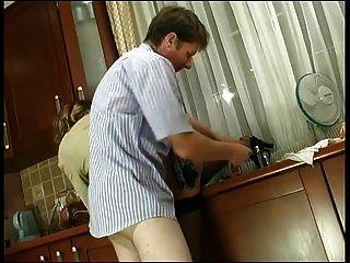 russische reife christie anal in der küche gefickt