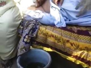 alte baba punjabi genießt mit ihrem nachbarn