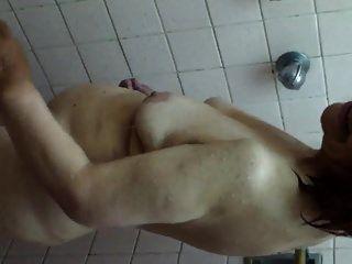 Oma olga beim duschen abuela olga tomando una ducha