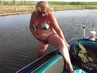 reife Pees neben dem Boot