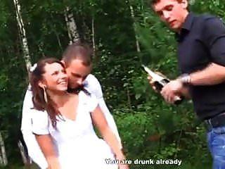 russische Braut teilt sich mit besten Freunden (lupe burnett)