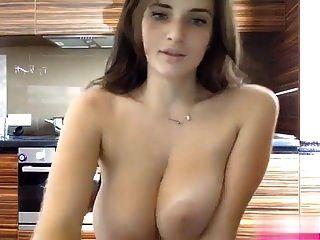 kissmefirst schönes cam girl mit wunderschönen brüsten wieder