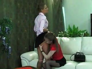 Lesbisch verführt gerade Frau
