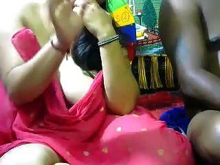 Desi indische vollbusige Frau fickte ihren Mann vor der Kamera