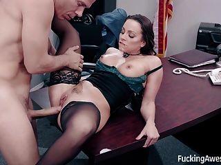 Sekretärin Abigail Mac fickt ihren Chef