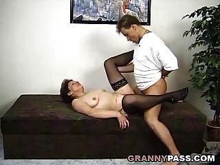 Überraschungs-Dreier mit einer deutschen Oma