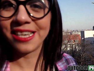 sexy spanisch student saugen und ficken für geld in pov