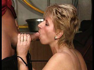 blonde deutsche kurze haare milf braucht schwanz zum abendessen teil 1