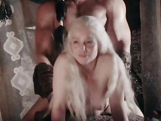 Emilia Clarke gefickt Doggystyle