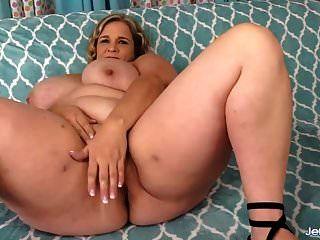 riesig breasted bbw reibt ihre muschi und nimmt schwanz