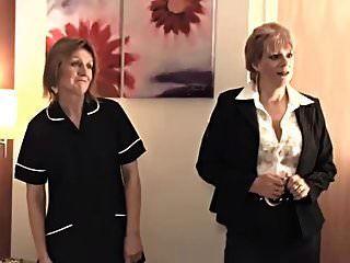 das Zimmermädchen bei der Arbeit
