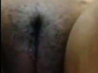 Mädchen strippt dann masturbiert
