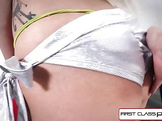 Firstclasspov Teen Astrid Star wird von einem großen Schwanz bestraft