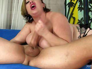 bbw benutzt ihre großen titten und ihren fetten bauch, um einen mann zu erfreuen