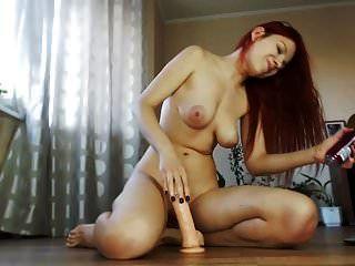 hot \u0026 sexy rothaarige mit großen titten vs dildo vor der cam