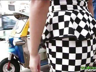petite thai bekommt ihre muschi und ihren arsch gestopft