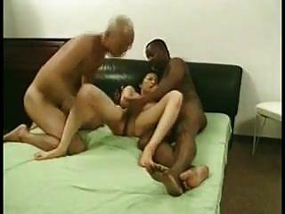 Amateur mmf Dreier asiatische Frau geteilt