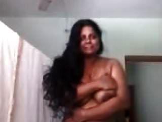 heiße mallu Tante posiert nackt für einen Freund