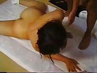 Japanische Oma Ayano Murasaki dominiert zwei junge Männer