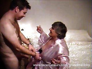 80 jähriger grandmalibby fickt junges Gestüt
