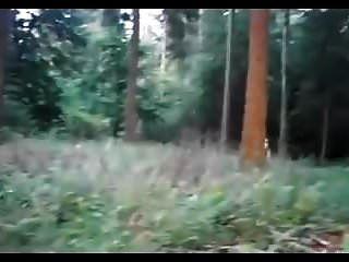 Amateur Rothaarige Babe große Flasche ficken im Wald