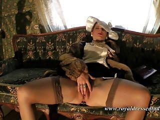 Königlich gekleidete Damen Valium 2 vollständig gekleidet Sex