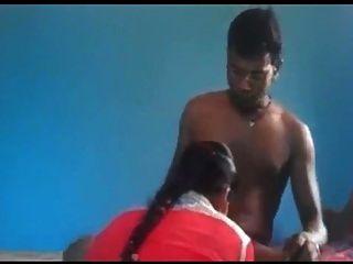 geile desi nordindische Pärchen beim Ficken im blauen Filmstil