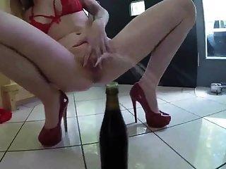 soo fucking hot babe in roten heels pinkeln von fetishgreg88