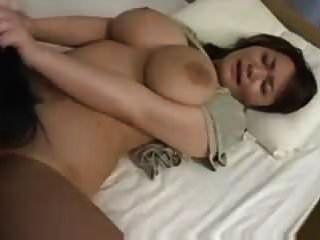 Riesige natürliche asiatische Titten Sex (zensiert)