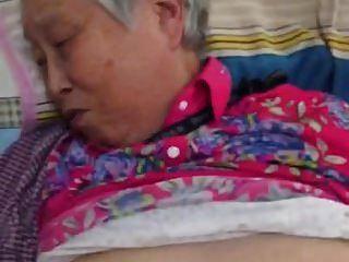 sehr schöne chinesische Oma ficken