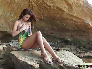 herrlich dünnes teen masturbieren am strand