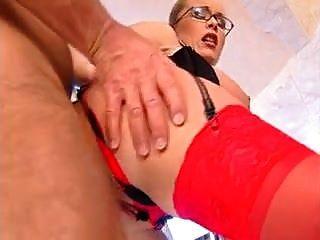 große Kleiderbügel Floppy Titten anal rote Strümpfe Brille