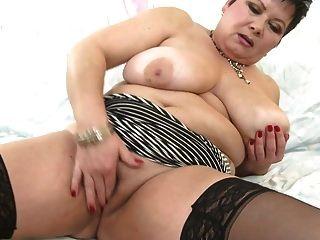 heiße reife mama mit riesigen titten und hungriger vagina