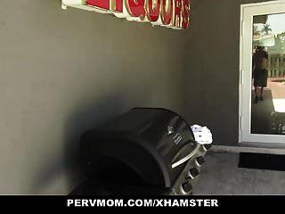 pevmom pervers mutter will meinen schwanz lutschen
