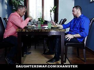 Töchter tauschen zwei Teenager Töchter tauschen und ficken ihre Väter