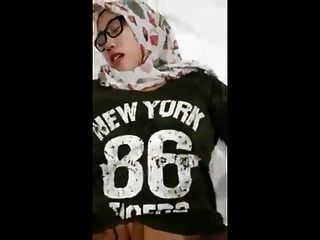 indonesien mädchen hijabs porno 2018