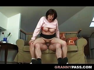 vollbusige fette Oma hat Sex mit Opa