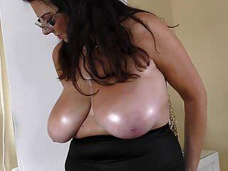 wunderschöne reife Mutter mit perfektem Körper