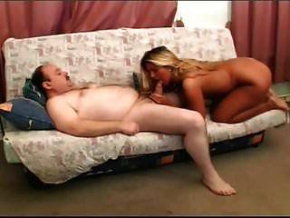 Blondine wird vom dicken alten Mann gefickt