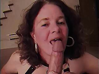 Mama saugt Schwanz Gefangene Mamas Freundin