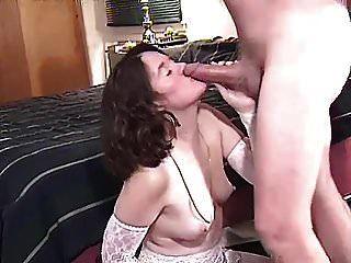 Frau hat Ehemann ihren neuen Schwanz saugen