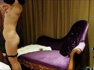 schüchterne Frau im Hotel
