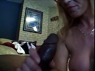 Mädchen mit Brille liebt anal