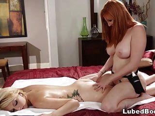 rothaarige Masseurin überraschte Skylar Madison in ihrem Hotelzimmer