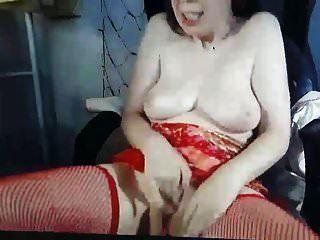 sehr geile und hässliche milf mit schönen titten masturbiert vor der cam