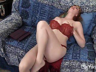 Yank Daphne Wakes Romantik Lesung zu masturbieren