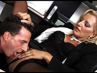 schöne Schlampe in ihrem Büro gefickt