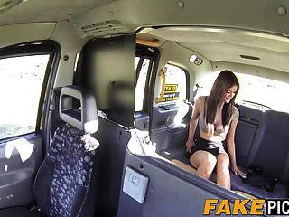 lesbian taxi milf ist heiß und geil auf ein paar leckere fotzen