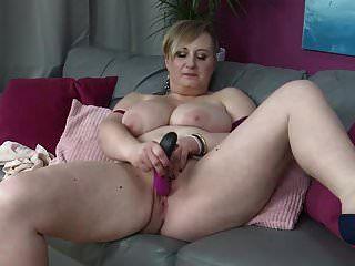 bigtit reife Mutter füttert ihre hungrige Muschi