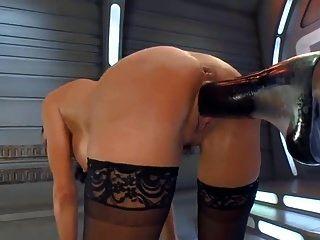 Spritzender Orgasmus auf einer Fickmaschine